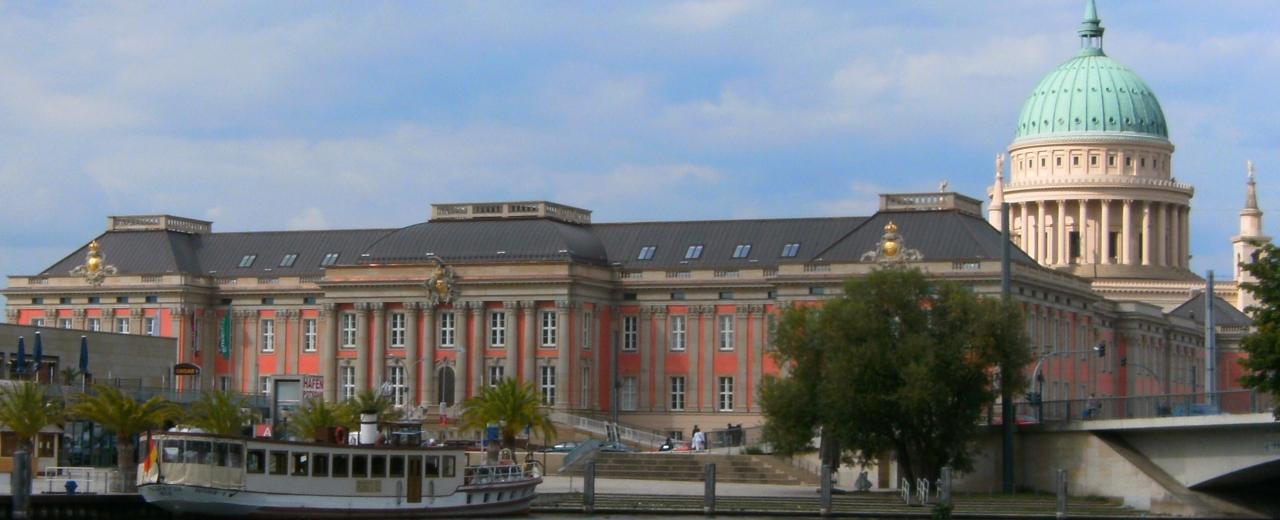 Potsdamer Stadtschloss im August 2013 von der Havel aus – Quelle: Roland.h.bueb